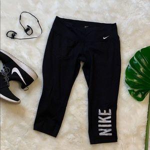 Nike black crops size M